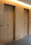 Puertas y revestimientos en madera natural